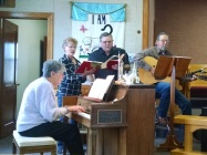 pat-singing-in-church
