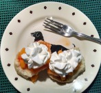 Biscuits with fresh peaches and whipped cream